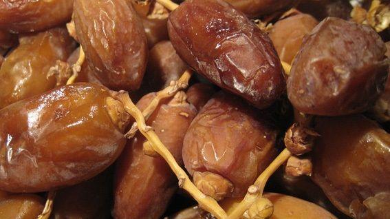 Si les dattes sont aussi appelées « fruits miraculeux », ce n'est pas pour rien. Ces petits fruits de couleur marron et au goût sucré mais pas trop regorgent de bienfaits. Les spécialistes de la nutrition recommandent d'en consommer 20 à 35 grammes par jour. Riches en potassium (plus de 670 mg aux 100 g) et contenant …  lire la suite / http :www.sport-nutrition2015.blogspot.com