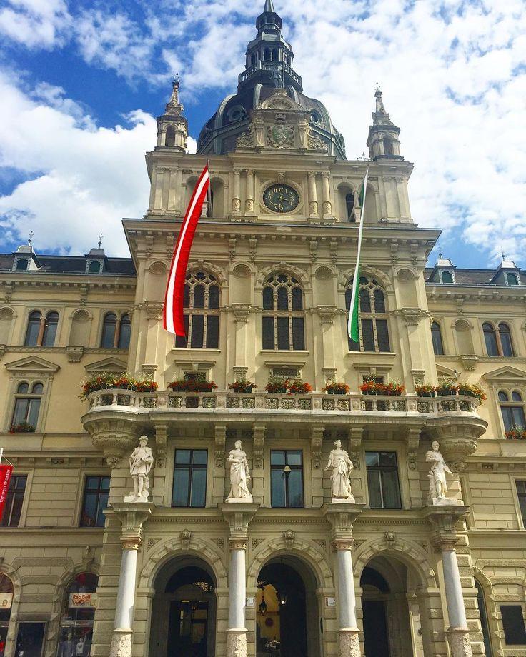 In the heart of #Graz...  #katerinastraveldiary #ihavethisthingwithgraz #rathaus #stadtgraz #visitgraz