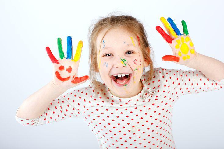 Leuk hoor al die inspirerende knutselprojectjes in Paas, Koningsdag of Lente thema die je de laatste tijd voorbij ziet komen. Maar knutselen de kinderen nog wel thuis, of doen ze dat alleen maar op school? En waarom dan? Hoe zit dat bij jullie? https://www.mamaliefde.nl/blog/knutselen-thuis-school-hoe-vaak/