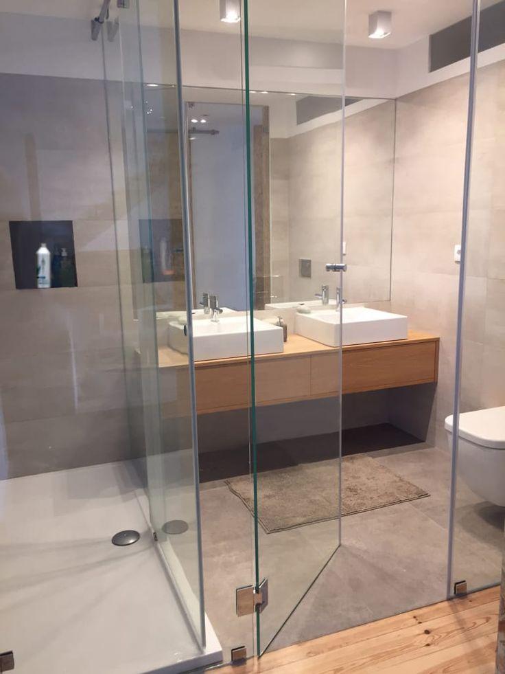 Descubra fotos de Casas de banho modernas: Casa familiar. Encontre em fotos as melhores ideias e inspirações para criar a sua casa perfeita.