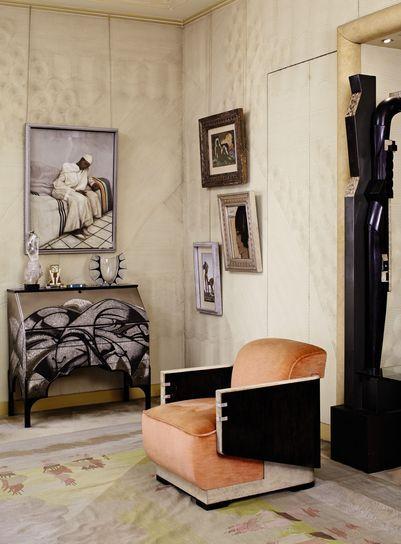 L'intérieur de l'hôtel particulier de Félix Marcilhac; bureau de pente de Jean Dunand et Jean Goulden; fauteuil cubique de Marcel Coard