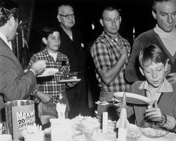 Cake Tv Show Cbs : 520 best images about lost in space tv show cbs on ...