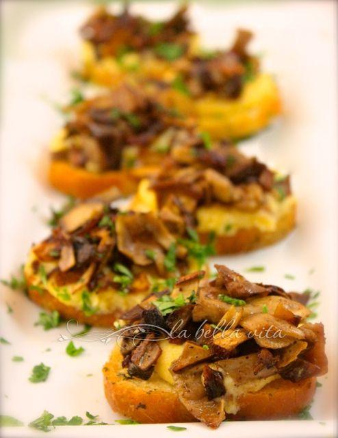 Polenta Crostini Bites with Caramelized Mushroom Cicchetti – Venetian Tapas #SundaySupper