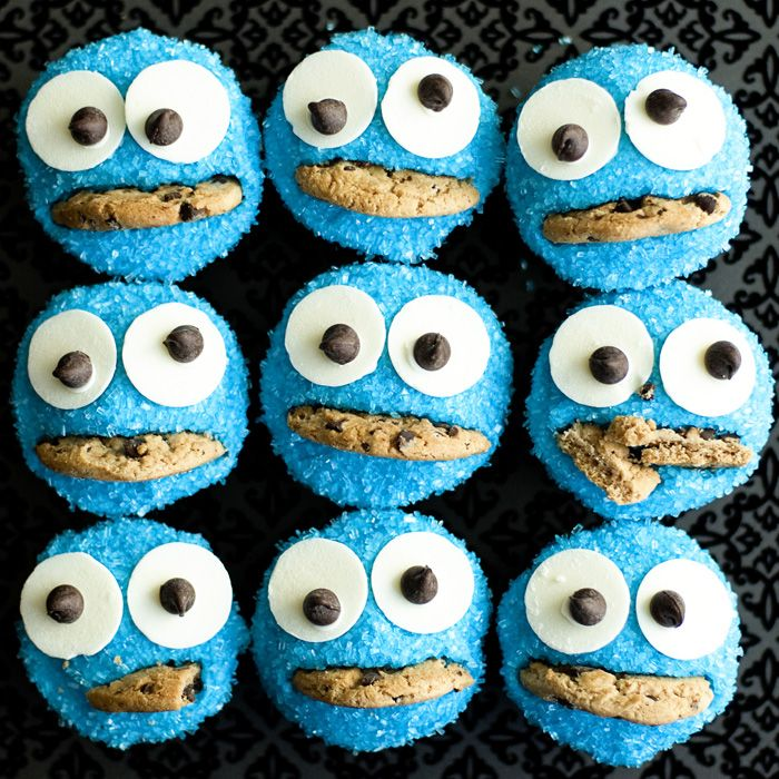"""Cookie Monster Cupcakes  12-15 Chips Ahoy cookies  24-36 chocolate chips  24-36 vanilla candy melts  1 tub vanilla frosting (or you can make your own buttercream from scratch if you'd like)  Blue decorating sugar    1. Bake cupcakes according to box directions and cool on a wire rack.  2. Dye the vanilla frosting blue and frost the cupcakes. Dip each frosted cupcake into the blue sprinkles and coat with sprinkles.  3. """"Glue"""" two vanilla candy melts onto each cupcake using extra vani...: Cookie Monster Cupcakes, Recipe, Food, Yummy, Monsters, Cookiemonster Cupcakes, Cupcakes Muffins Pops Cookies, Party Ideas"""