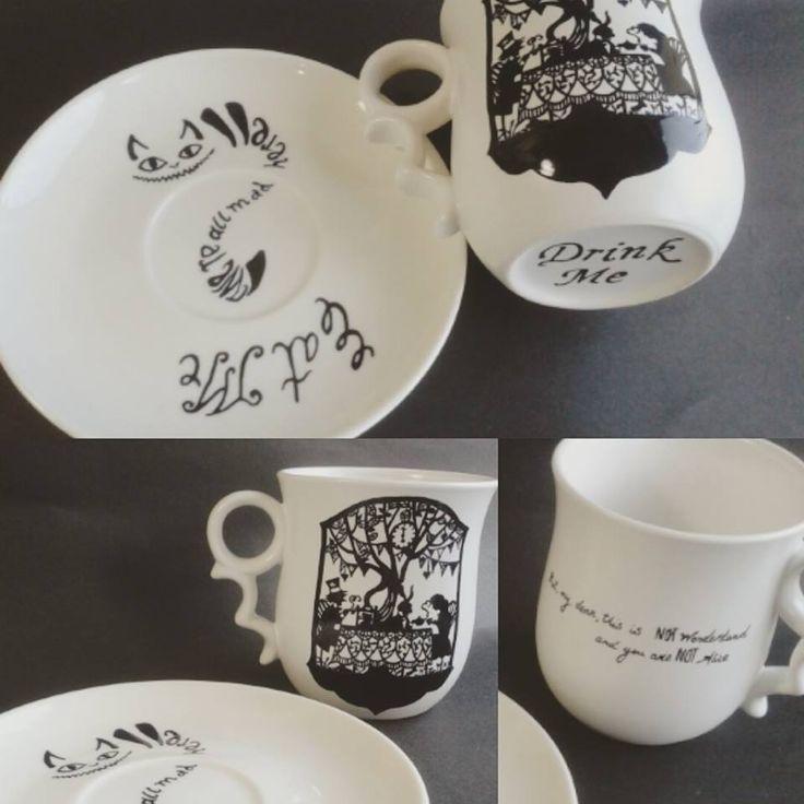 Beautiful alice mug & wonderland mug