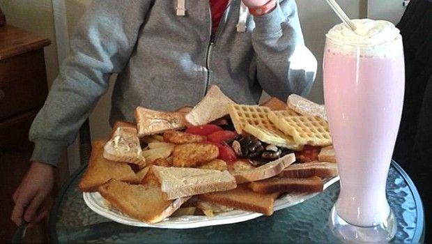 """Para la dieta: Restaurante sirve """"El Hibernador"""", el desayuno de las 8 mil calorías"""