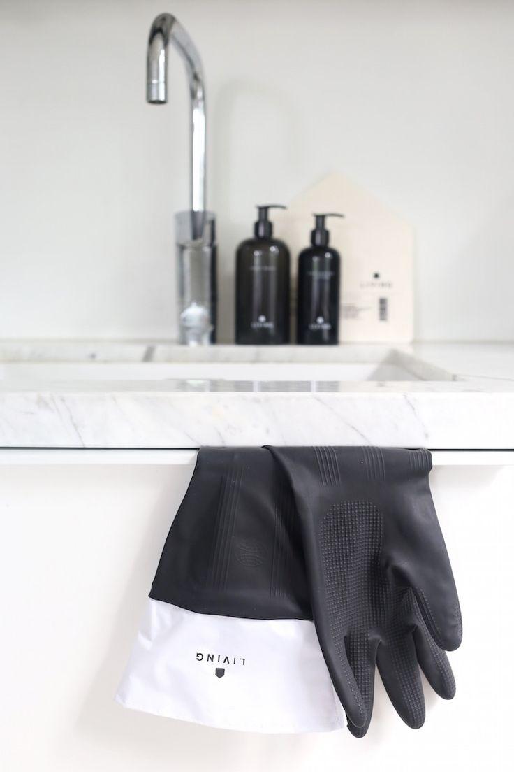 Homevialaura | Dermosil Living | Dermoshop | black and white packaging | housekeeping  | cosmetics