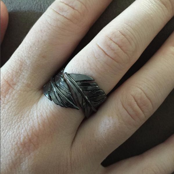 Hebel Design's Crow Feather Ring inspired by Six of Crows by Leigh Bardugo