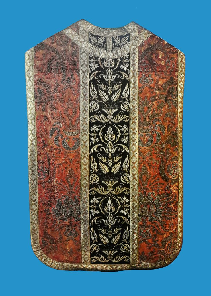 Silk chasuble offered by King Sigismund III Vasa to the Jasna Góra Monastery by Anonymous from Poland (fabric from Spain or Italy), 1620s, Skarbiec Paulinów na Jasnej Górze