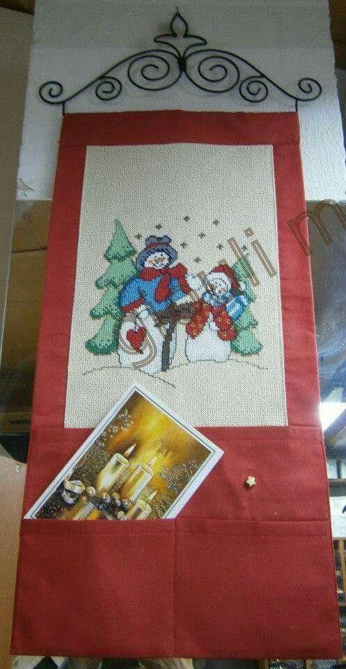 Πανό Χριστουγεννιάτικο με θήκες για κάρτες κλπ.Γιούλη Μαραβέλη τηλ 2221074152.Το σχέδιο και όλα τα υλικά και η κρεμάστρα υπάρχουν.