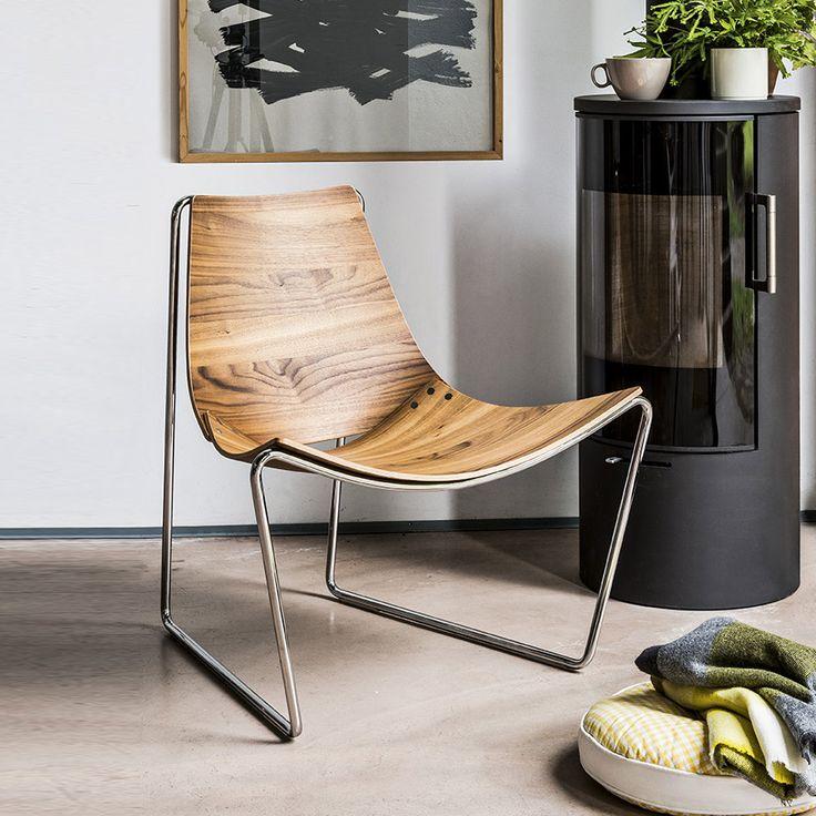 APELLE AT LG. Poltrona di Design con struttura in acciaio e seduta in impiallacciato con finitura noce fiammato. La struttura è disponibile in acciaio bianco, cromato oppure nichel nero. Designed by Beatriz Sempere per Midj.
