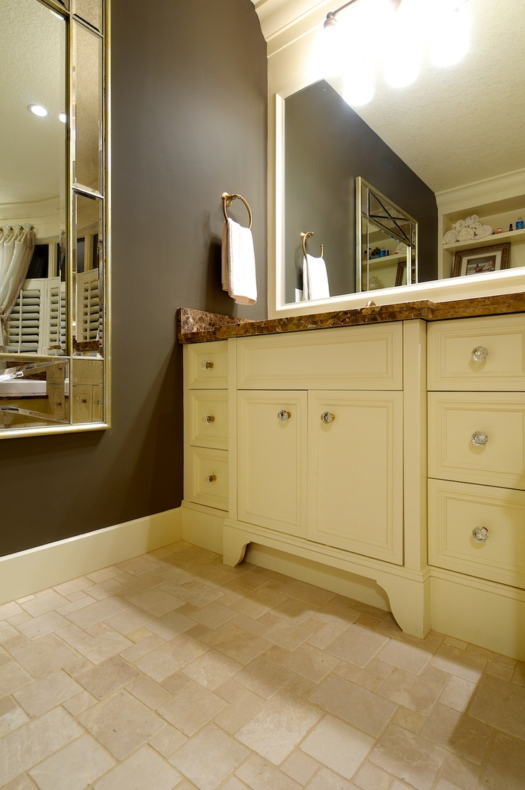Like The Layout Of The Tile, Cabinets And Wall Color Moulding Around Mirror