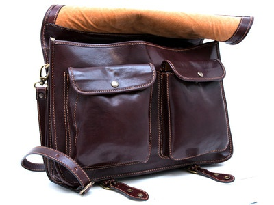 Men Handbags Italian Genuine Leather, 100% Made in Italy.  For info email us at marketing@shopsmart.it, visit our facebook page at http://www.facebook.com/BorsaDonnaUomoPelleVera, or our website at www.shopsmart.it.  We ship WORLDWIDE!