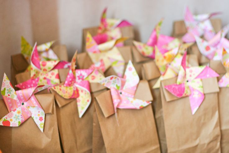 Fill these little paper bags with something sweet for your hens. pinwheels + brown paper bags = adorable hen party favors!