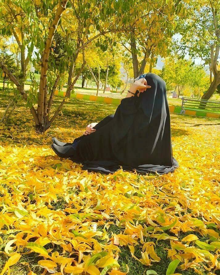 Pin By غدير الخزعلي On رمزيات بنات محجبات Neon Wallpaper Beautiful Hijab Beautiful