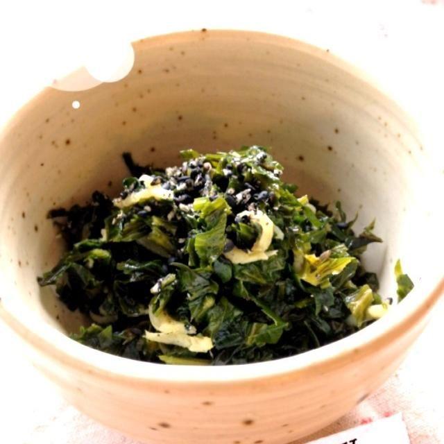 セロリの葉っぱは栄養豊富です。 綺麗なセロリを頂いたので、葉っぱも、酒、みりん、醤油で佃煮に。 胡麻油、ジャコ、ごまも加えてご飯のすすむ佃煮ができました。 くせのある野菜だけど、お箸がとまらなくなりますˉ̞̭ ( ›◡ु‹ ) ˄̻̊ - 14件のもぐもぐ - セロリの葉っぱ佃煮♡ by potetoto