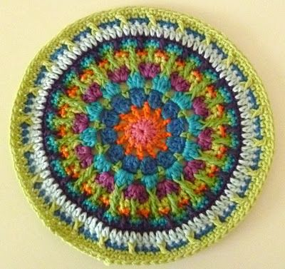 FAIR ISLE MANDALA. I love these colors! Instructions in 2 parts. First part is pinned and the second part is here: http://8thofthe8thofthe8th.blogspot.co.uk/2012/08/fair-isle-mandala-pattern-part-2.html ☀ CQ #crochet