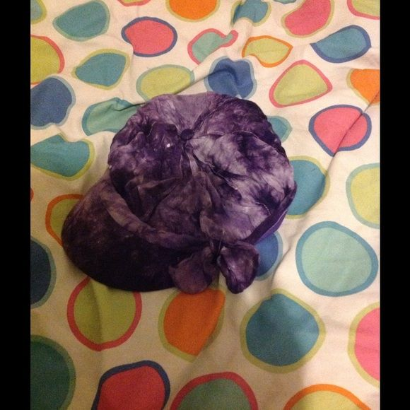 Cute hat This is a cute newspaper boy hat with a bow on the side ty dye purple Accessories Hats