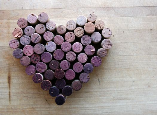 Drink some wine. And then save your corks so you can make neat tonally ordered sculptures on Sunday afternoons.Crafts Ideas, Wine Corks Trivet, Wine Corks Art, Red Wine, Wine Cork Art, Wine Corks Crafts, Corks Heart, Craft Ideas, Corks Projects
