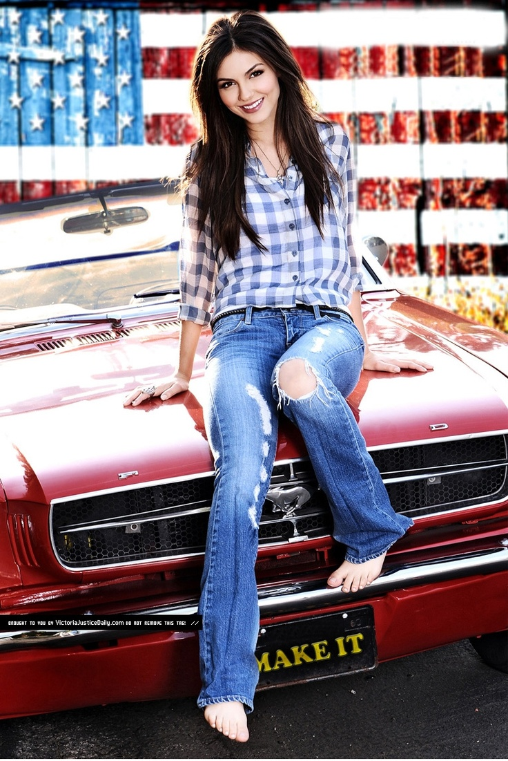 """( 2016 ) - HOT ROD and THE BEAUTIFUL PIN-UP GIRL ★ VICTORIA JUSTICE 2016. ★ Victoria Dawn Justice - Friday, February 19, 1993 - 5' 5½"""" - Hollywood, Florida, USA."""