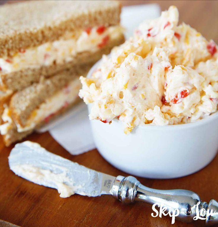 Pimento cheese spread is easy, delicious and makes great sandwiches (try them toasted too). Enjoy this yummy pimento cheese recipe as a dip with crackers and veggies too! #recipe #cheese #dip