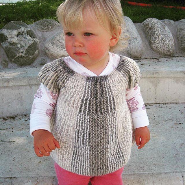 ❤️ Ingvild ❤ ut på nye eventyr  #instastrikk #instaknit  #strikktilbarn #oneofakind #norwegiandesign #norskdesign #håndlaget #handmade #knit #knitdesign #knitforkids #knitting #strikk #strikkedesign #svingekjole #alpakkaull #knitinwool #wool #designstrikk #DIY #medkjærlighetpåpinne #happykids #fashionforkids