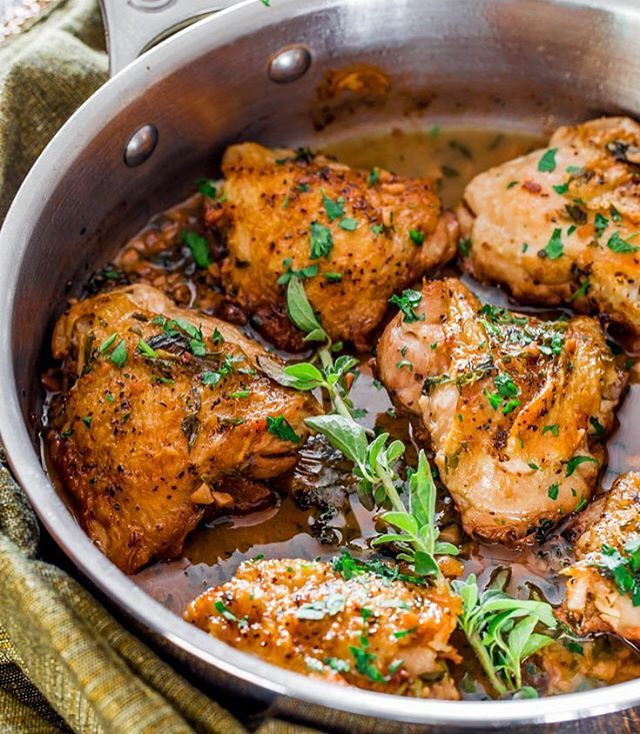juicy chicken thighs in a simple and amazing garlic, herb and sherry ...