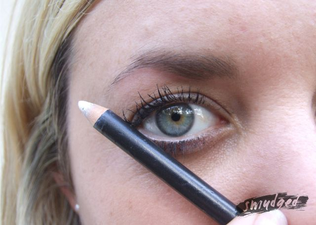 http://smudgedbeauty.co.za/2013/08/16/where-the-wild-things-are-brow-masterclass/