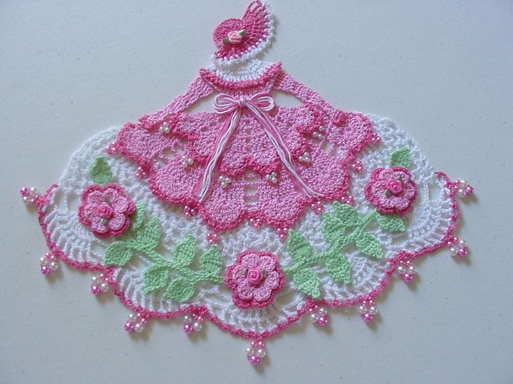 Nova mão Crocheted frisado Pinks CRINOLINA Lady Doily in Colecionáveis, Roupas de mesa, cama, banho e têxteis (1930 até o presente), Renda, crochê e toalhinhas | eBay
