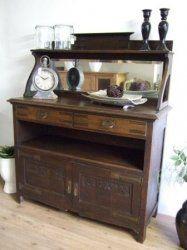 Antiek eiken Vlaamse dessert kast. van ca.1900. heeft een gave facet geslepen spiegel. Breed 130 cm. diep 50 cm. hoog 160 cm. € 225,-.