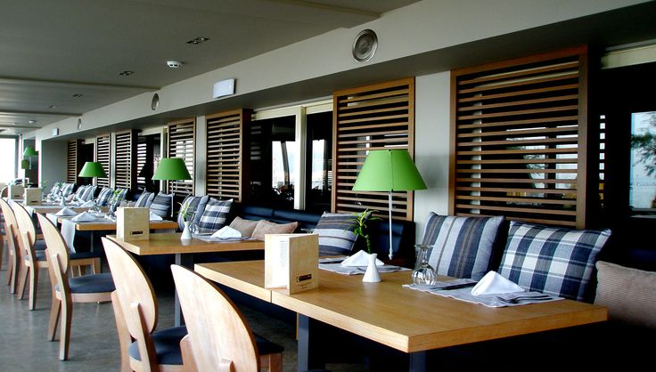 Golden Star Hotel : Ξύλινες κατασκευές, διαχωριστικές περσίδες, ραφιέρα βιβλιοθήκες και μπαρ για το εστιατόριο/bar στο Golden Star Hotel. - See more at: http://masterwood.gr/portfolio/golden-star-hotel/#sthash.ul5HRLia.dpuf