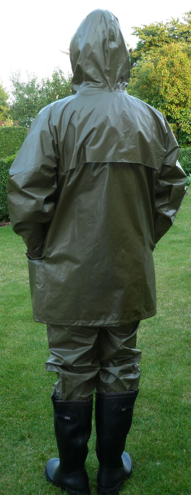 beidseitig gummierter Regenanzug und Aigle Gummistiefel