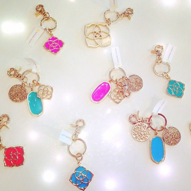 The cutest keychains by @Kendra Scott ! We are obsessed ❤️ #kendrascott #keychain #gold #rainbow #boutique #love #ridinginstyl