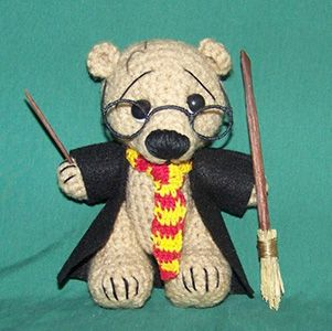 """Harry Potterde J.K. Rowling// From Don Quixote to 50 shades of Grey: a literature review with """"teddy bears"""""""