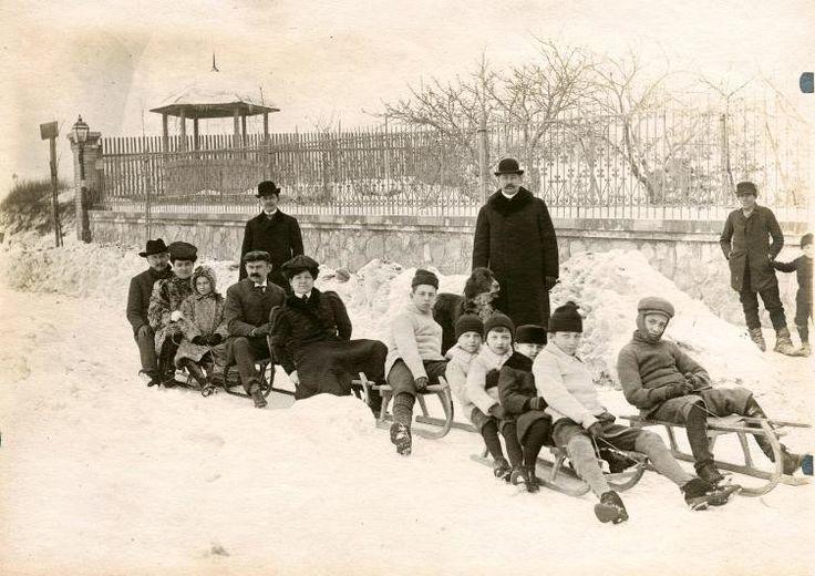 Szánkózó társaság, 1910 körül
