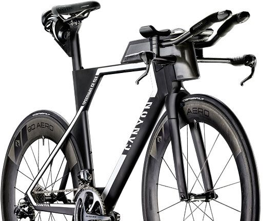 Überlegene Materialien, bis ins kleinste Detail durchdacht und perfekt auf Triathlon abgestimmt. CANYON Tribikes bieten überragende Aerodynamik.