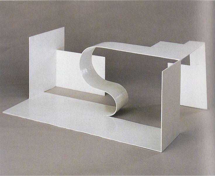 Katarzyna Kobro Composition Espace 5 / Space composition 5 Acier peint / Painted steel 25 x 64 x 40 cm 1929 - 1930