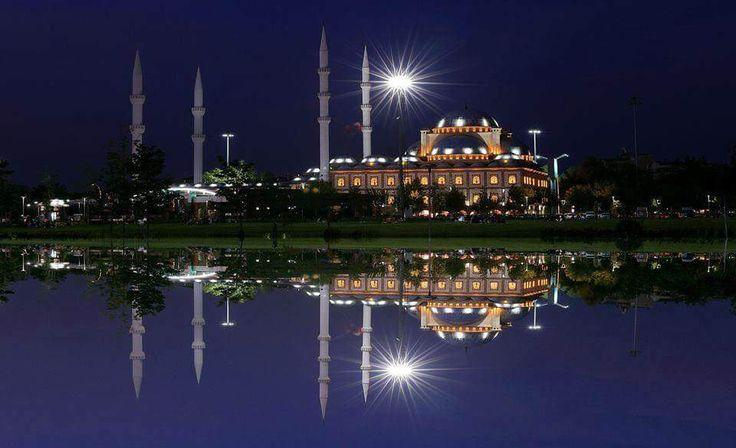 Hüdavendigar Kent Parkı'ndan Mihraplı Cami ❤️ İyi geceler Bursa