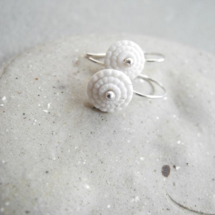 porseleinen kleine oorbellen puur wit met zilver