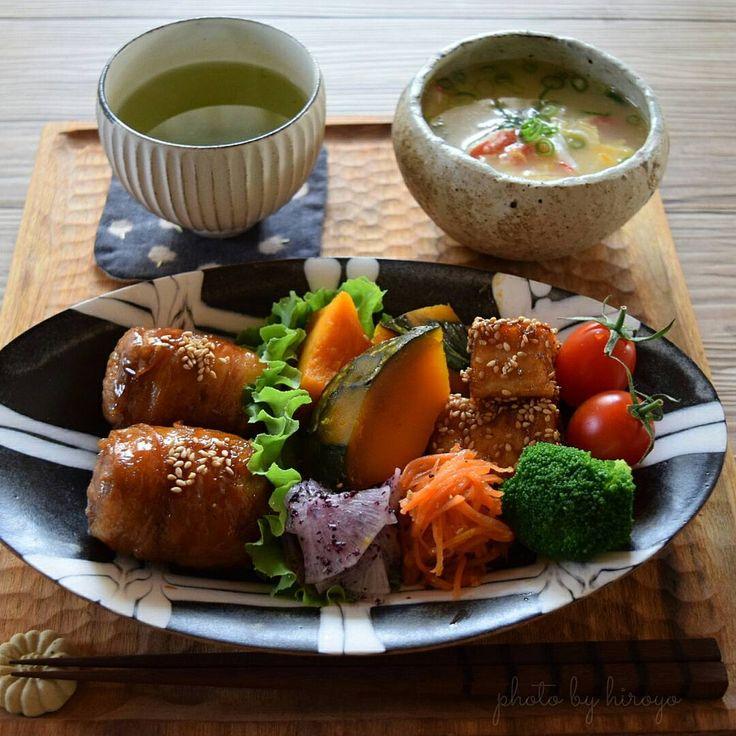 · おうちごはん · 色々ワンプレート ◇肉巻きおにぎり ◇南瓜の煮物 ◇大根ゆかり和え ◇厚揚げ甘辛焼き ◇人参中華サラダ ◇かに玉スープ · 今日は肉巻きおにぎり以外は普段よく作るものの寄せ集め。 先日のカニ鍋のカニがあまったのでふんだんにカニのむき身が入った贅沢卵スープ。美味しかった~ 今日はカニカマじゃないよ(笑) · · · · · · #晩ごはん#夜ごはん#夕飯#おうちごはん#夕食#晩御飯#料理写真#器#献立#instafood#foodpic#japanesefood#delimia#delistagrammer#LIN_stagrammer