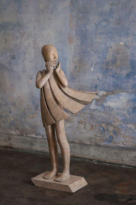 L'ange passe d'Isabel Miramontes - New Bronze 80x40x30cm www.meltingartgallery.com