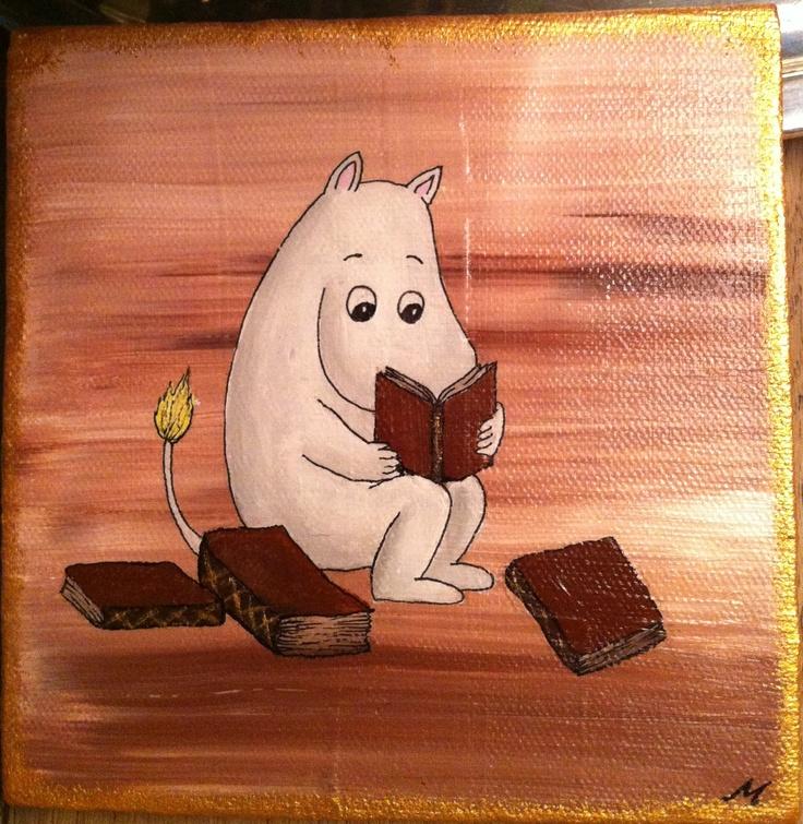 Mumin with books