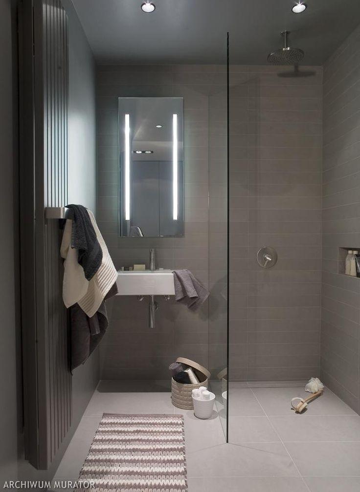 Podtynkowa deszczownica w prostej łazience