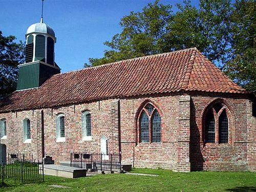 Het romaanse kerkje van Fransum dateert uit de 13e eeuw en ligt op een wierde aan de Fransumerweg. In de 16e eeuw is de eenbeukige kerk verbouwd. Het schip is het oudste deel. Het driezijdige koor -met gotische vensters- en de westgevel zijn de jongste delen. De kerkklok in de dakruiter stamt uit 1704 en is gegoten door Mamees Fremy. De dakruiter zelf is in 1809 geplaatst. Sinds 1979 wordt de kerk beheerd door de Stichting Oude Groninger Kerken.<br>Fransum ligt op het voormalige…