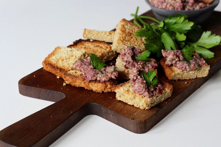 Olive tapenade with walnuts - a quick and nourishing 5-10 minute recipe! - The Holistic Ingredient