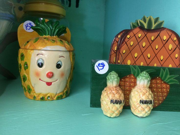 Salière & poivrière Ananas 50's rétro   15$   Sous verres ananas 60' rétro   Écrivez-NOUS sur notre page FB
