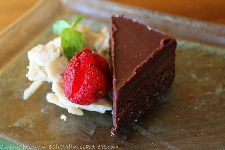 Healthy Cooking Classes Raw Chocolate Cake http://baliwellnessretreat.com/#/Healthy-Cooking-Class/