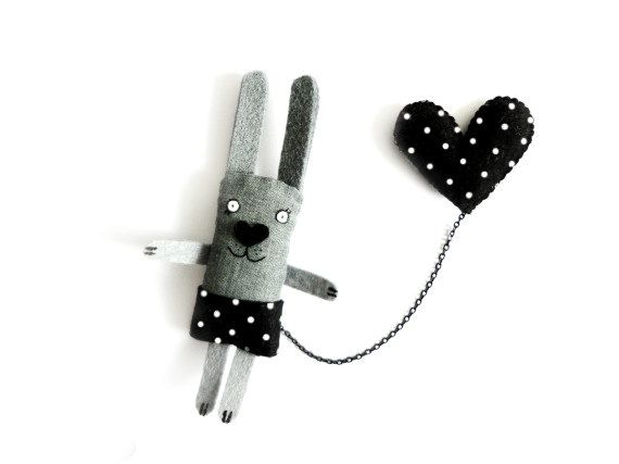 Bunny Brooch Black Heart  Animal pin por krize en Etsy