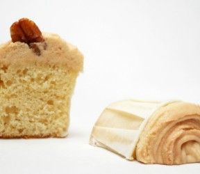 Caramel Botercreme 125 gram Vanille fudge blokjes 100 ml Ongeklopte slagroom 100 gram zachte gezoute roomboter eerst fudge in slagroom oplossen in pannetje, dan afgekoeld door boter mixen