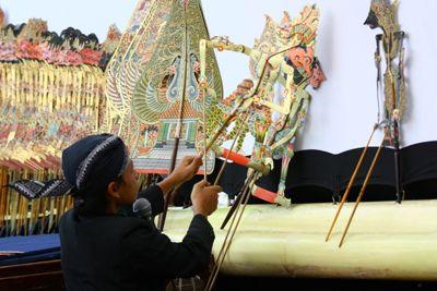 Wayang, yang merupakan salah satu seni pertunjukan asli Indonesia, memiliki jenis dan bentuk yang beragam. Bahkan, kemunculan masingmasingnya memiliki.